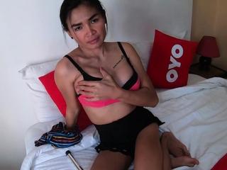 Beamy boobed amateur Thai slut Noom loves ball games